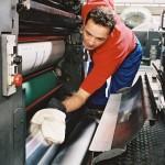 MEWATEX: czyściwa firmy MEWA dostępne są w systemie full-service, który obejmuje dostawę pierwszej partii czyściw, zgodnie zzapotrzebowaniem klienta, punktualną dostawę i odbiór następnych partii czyściw oraz ich fachowe pranie, a także dbanie o przestrzeganie przepisów dotyczących ochrony środowiska.