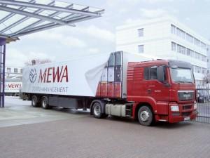 Kierowcy serwisu firmy MEWA obsługują ponad 160 000 klientów w przemyśle, handlu i rzemiośle, dostarczając im tekstylia w sposób punktualny i niezawodny; Ilustracja: firma MEWA