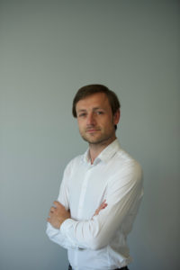 1 Piotr Ciechomski, SHAKE HANDS
